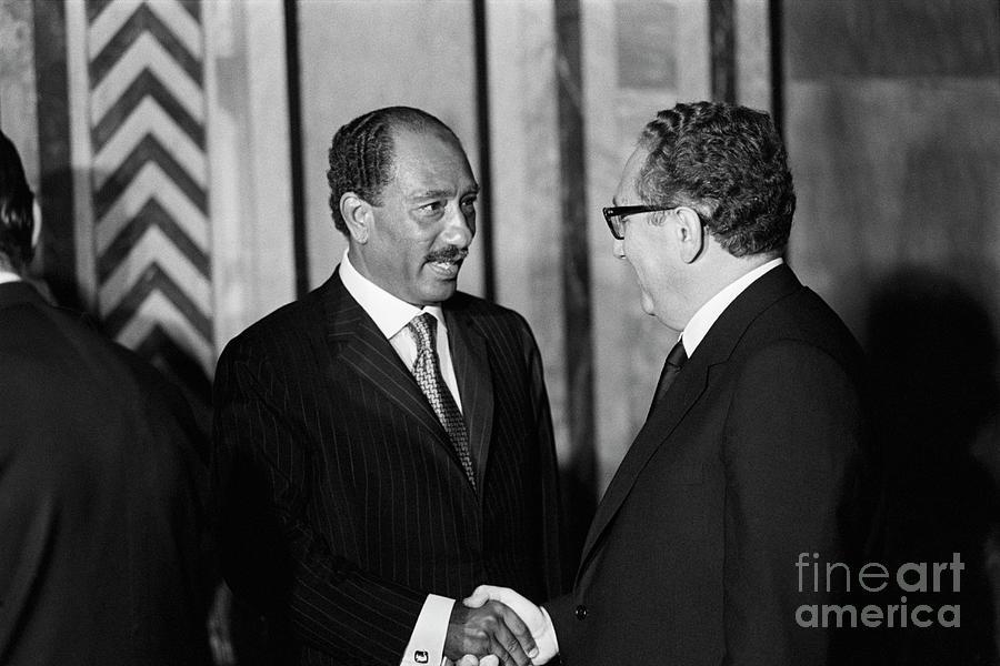 Anwar Sadat And Henry Kissinger Photograph by Bettmann