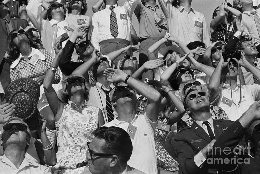 Apollo 15 Rocket Watchers Photograph by Bettmann