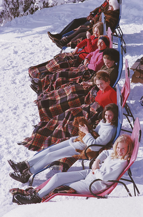 Apres Ski Photograph by Slim Aarons