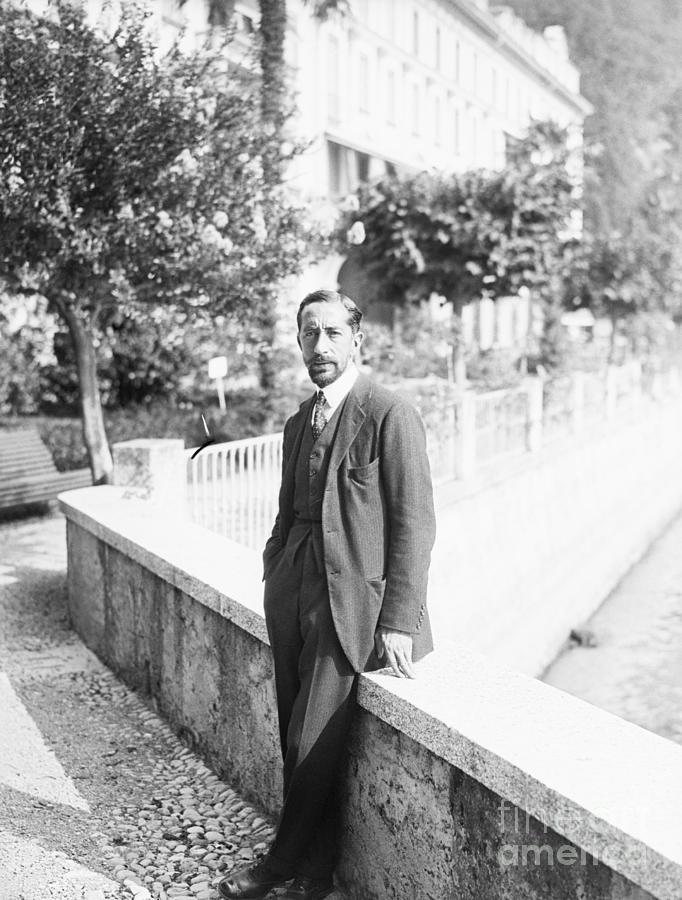 Arabian King Emir Feisul Living In Exile Photograph by Bettmann