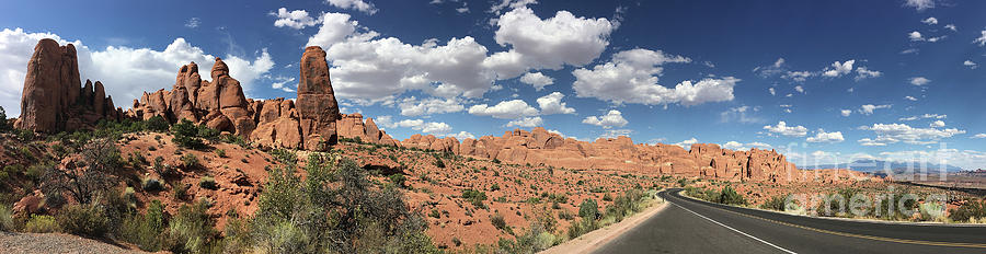 Arches and Canyon Lands by Leslie M Browning