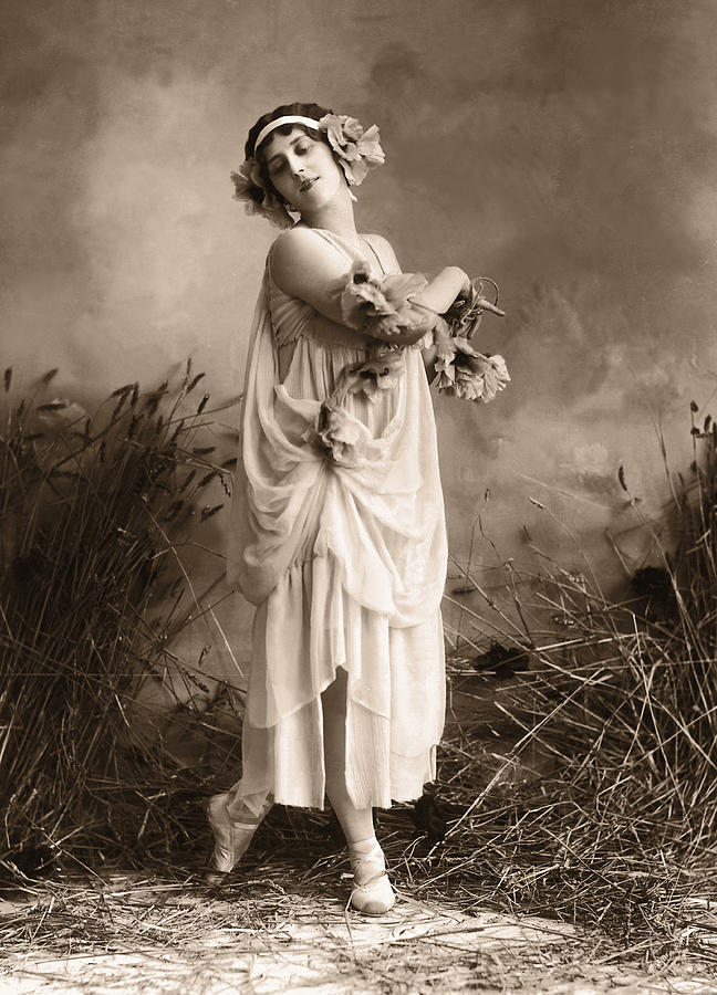 Archive Shot  Female Dance In Robe With Photograph by Fpg