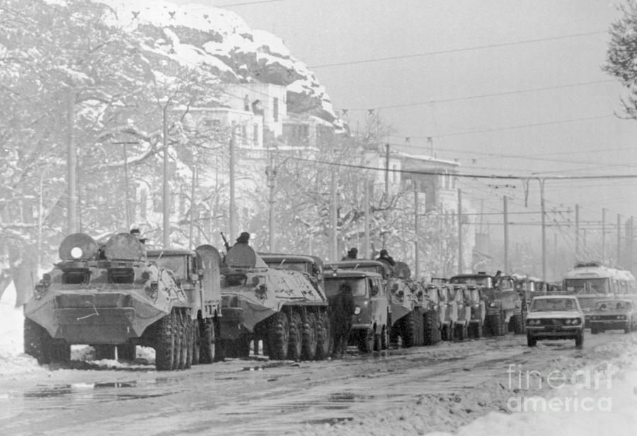 Armored Soviet Vehicles Arriving Photograph by Bettmann