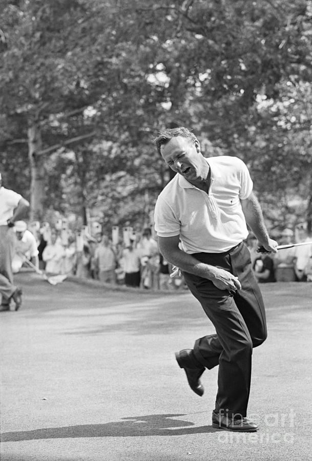 Arnold Palmer Grimacing After Missing Photograph by Bettmann