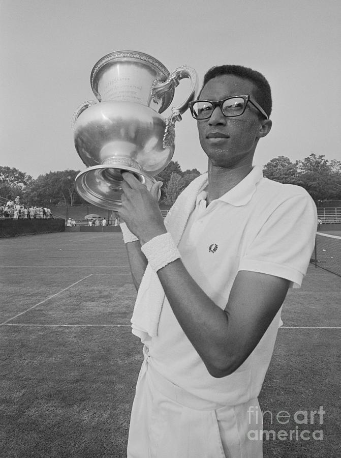 Arthur Ashe Holding Trophy Photograph by Bettmann