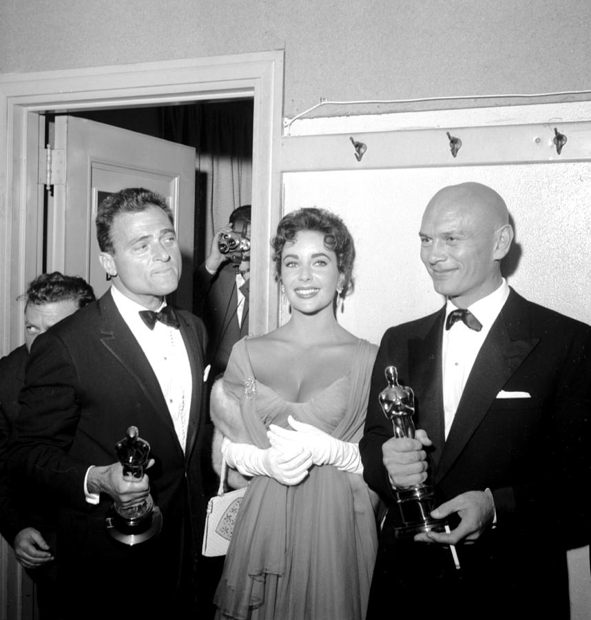 At The Oscars Photograph by Michael Ochs Archives