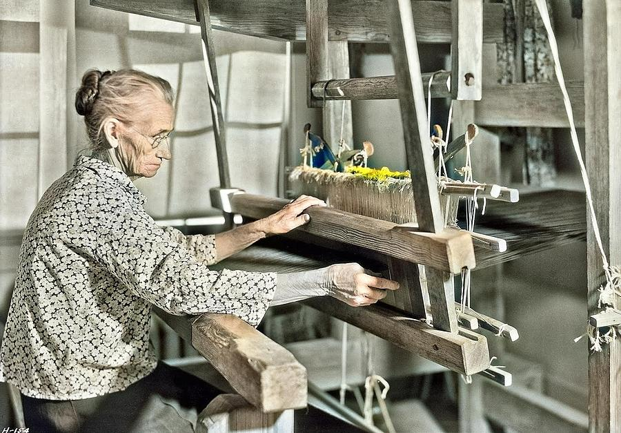 Aunt Lizzie Reagan weaving old-fashioned jean at the Pi Beta Phi school, Gatlinburg, Tennessee. Nove by Ahmet Asar
