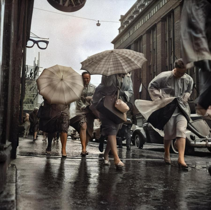 Autumn with its rain and wind blows pedestrians on Central Street. Helsinki 22.10.1957. Photographer by Ahmet Asar