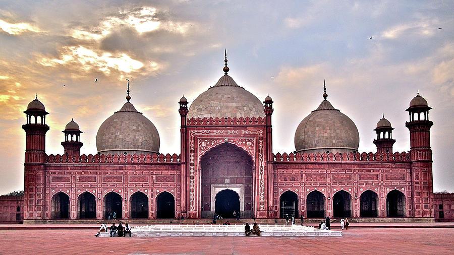 Badshahi Mosque Photograph by Farrukh Younus