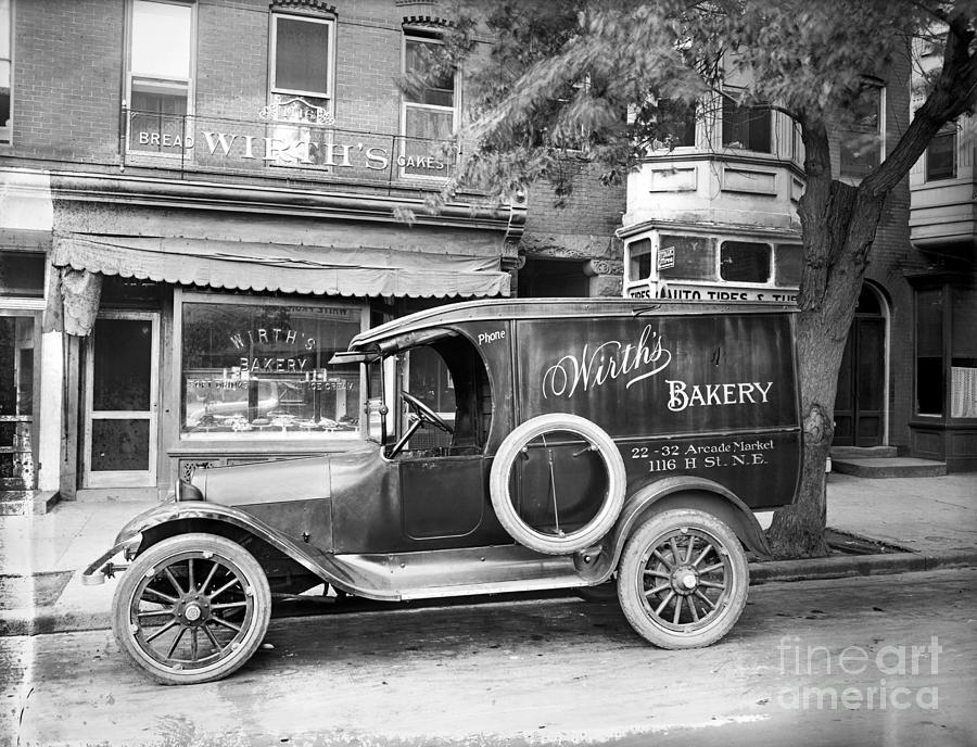1915 Photograph - Bakery Car, C1915 by Granger