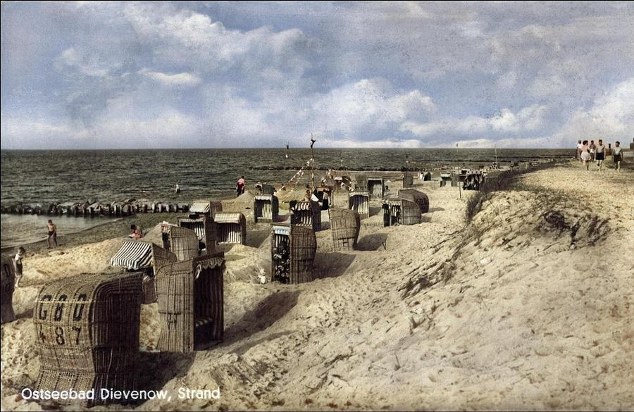 Baltic Resort Dievenow In Pomerania, Beach 1930s - Dziwnow Colorized By Ahmet Asar Painting