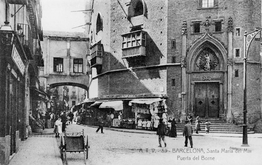 Barcelona Street Scene Photograph by Hulton Archive