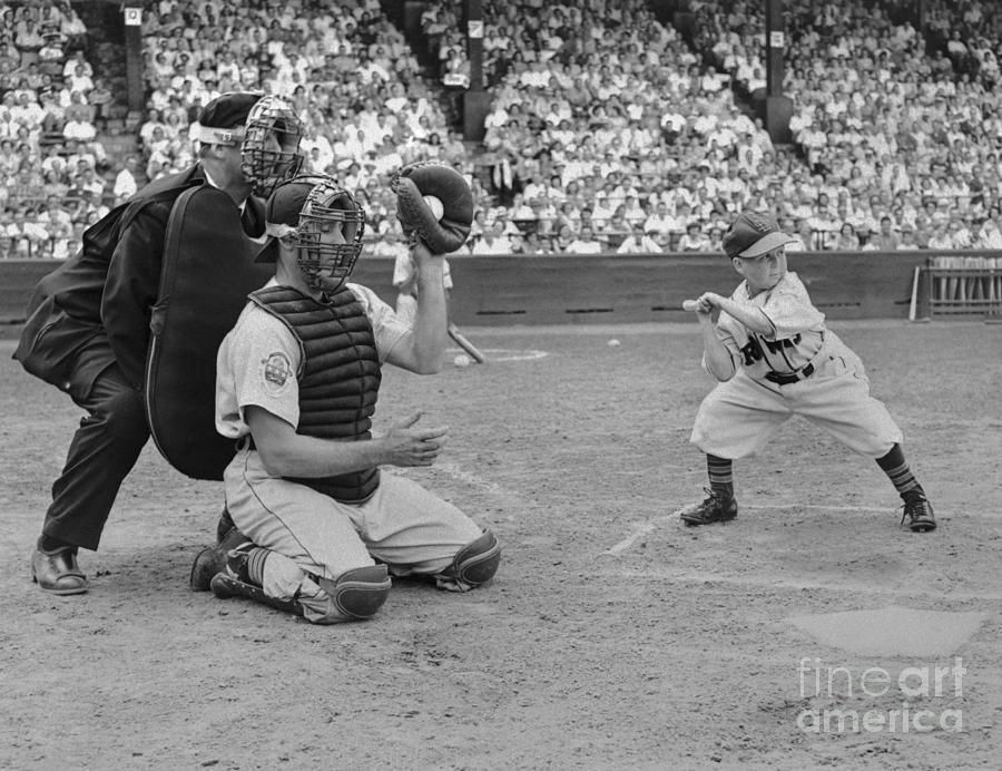 Baseball Gimmick Utilizing Dwarf Photograph by Bettmann