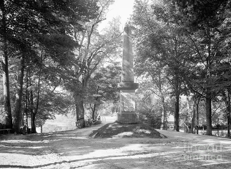 BATTLE MONUMENT, 1775 by Granger