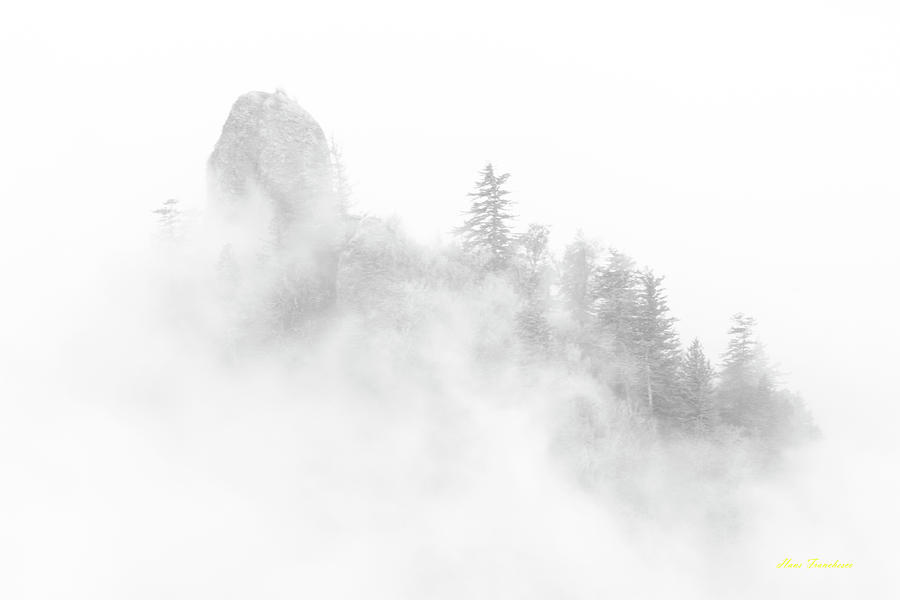 Beacon rock in the morning fog by Hans Franchesco