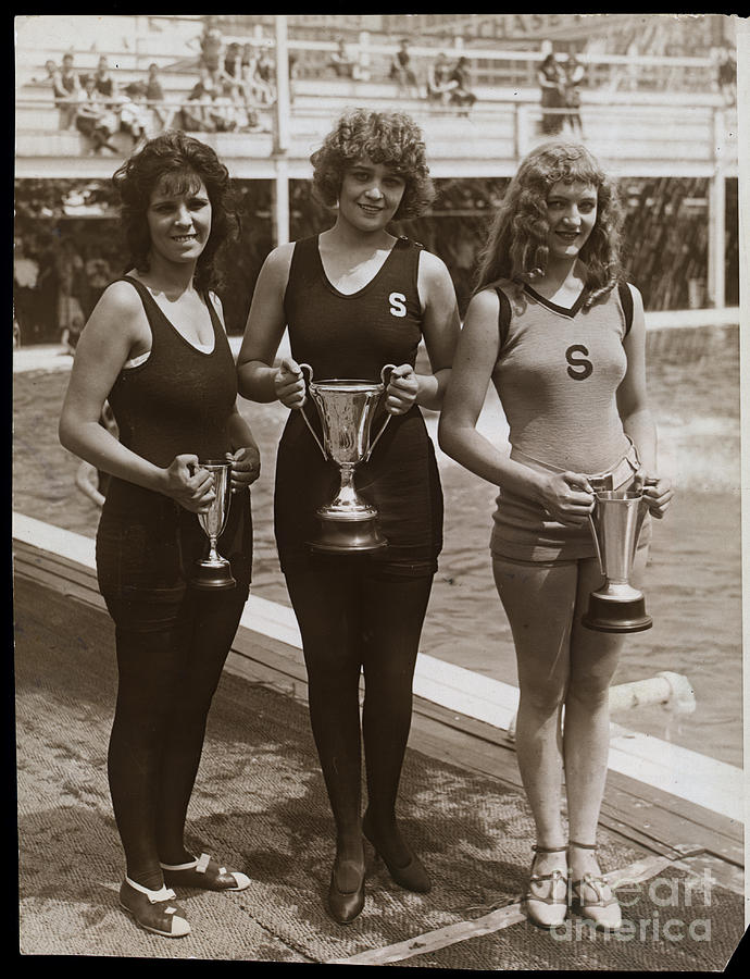 Beauty Contest Winners At Brighton Beach Photograph by Bettmann