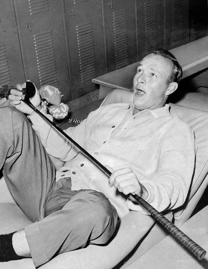 Arnold Palmer Photograph - Before Setting Out On The Fourth And by New York Daily News Archive