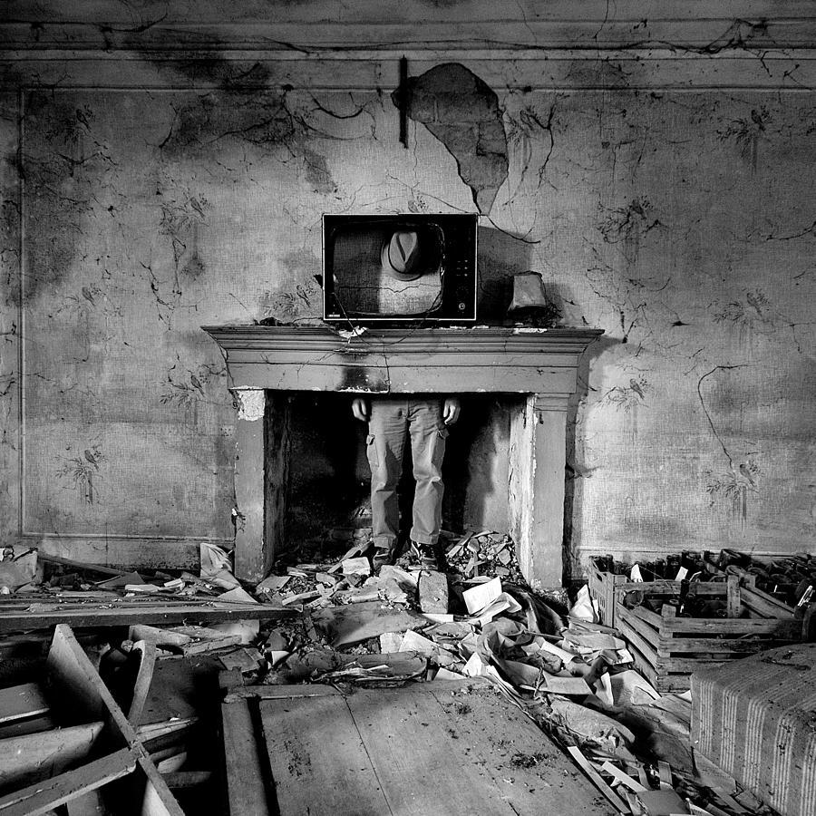 Souls Photograph - Behind The News by Carlo Ferrara