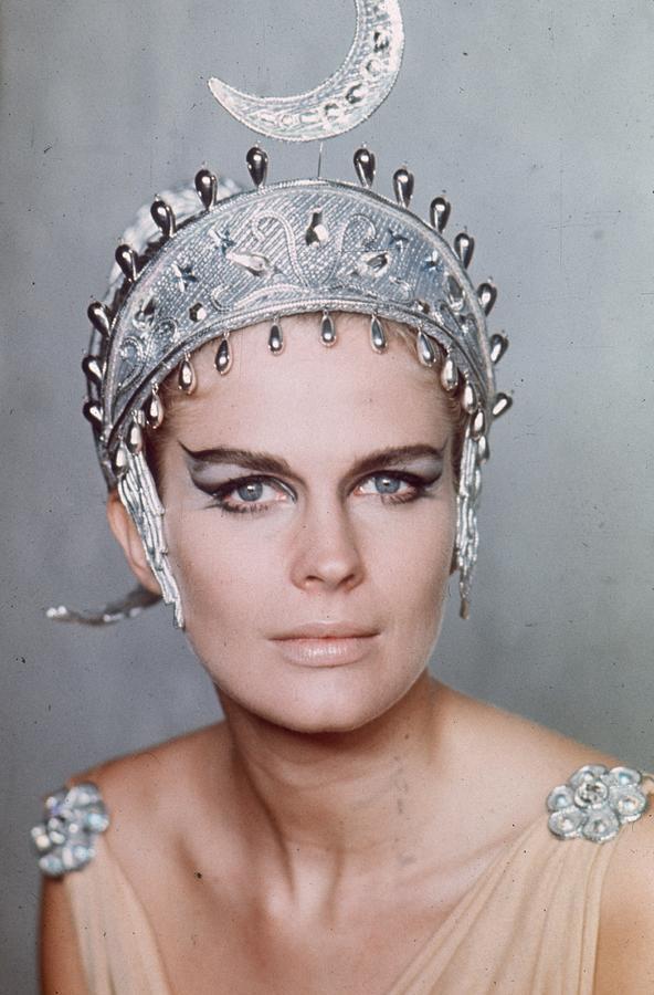 Bergens Headdress Photograph by Hulton Archive