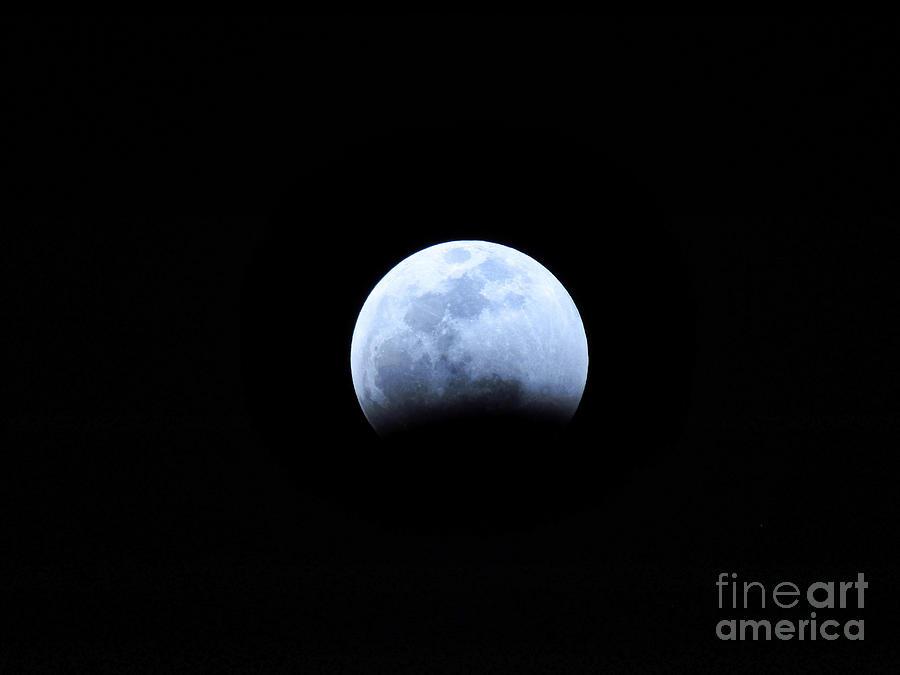 Moon Photograph - Big Encroaching Super Blood Wolf Moon Lunar Eclipse 2019 29407 by Robert Knight
