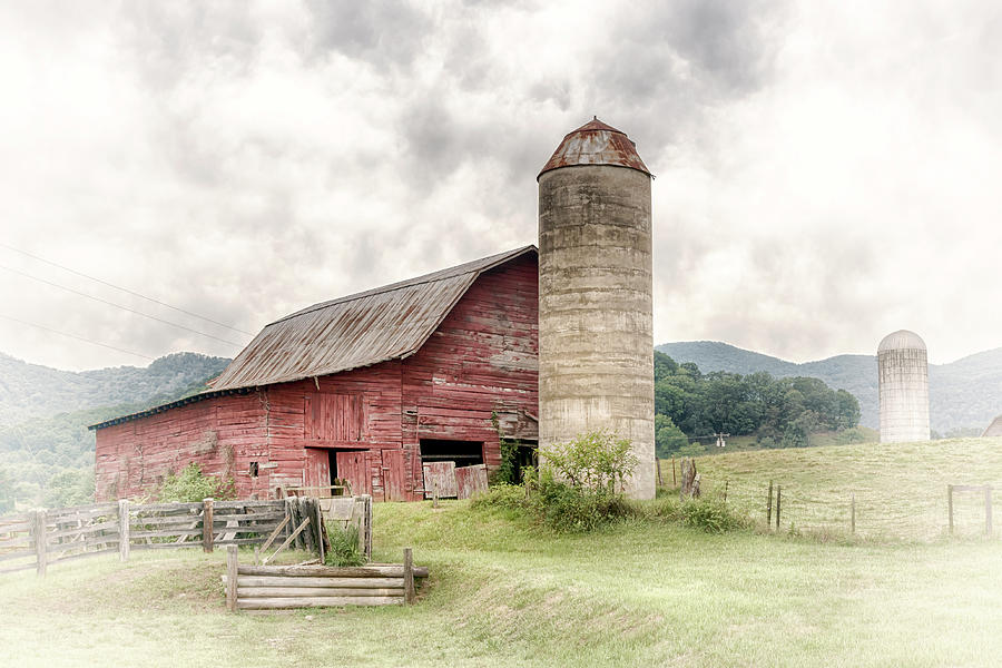 Big Red Barn and Silo #0971 by Susan Yerry