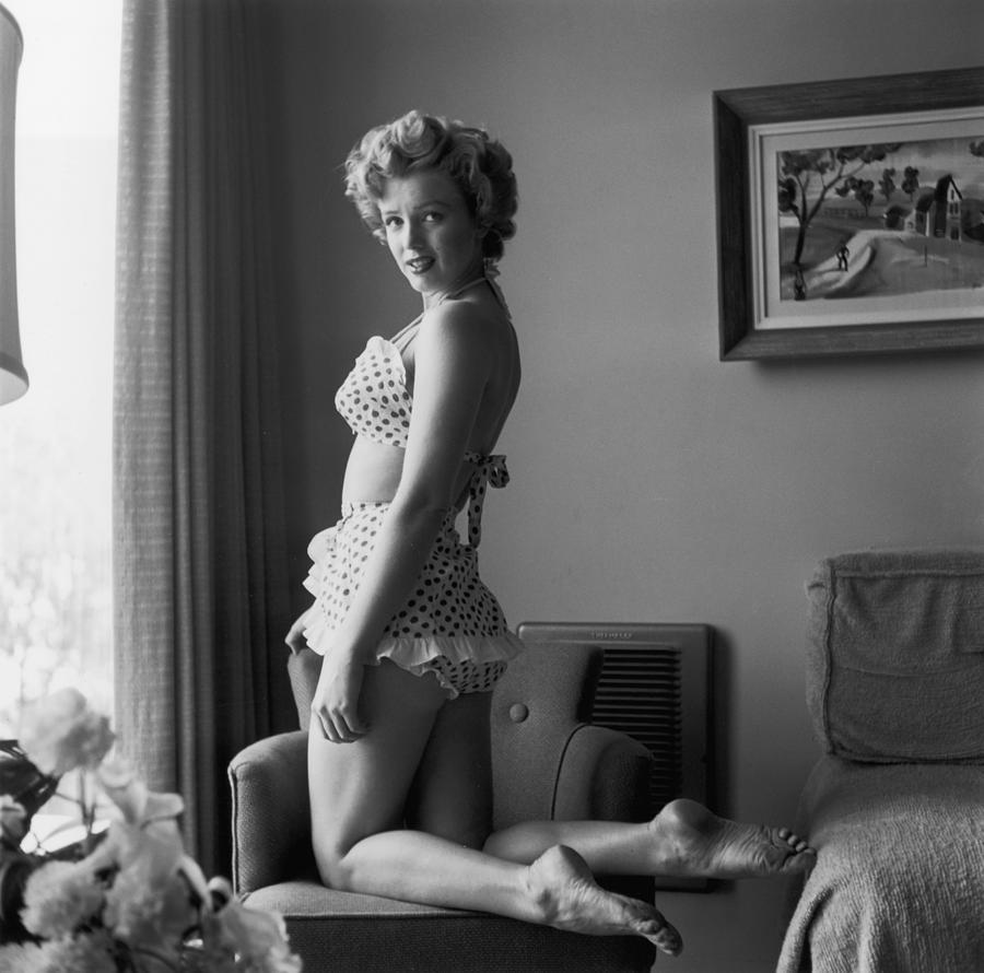 Bikini Babe Photograph by Hulton Archive