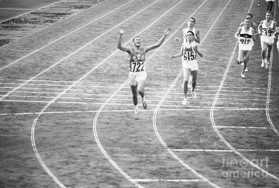 Billy Mills Winning Race In Olympics Photograph by Bettmann