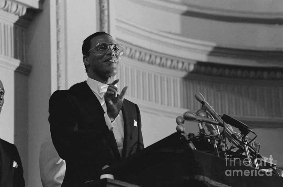 Black Muslim Leader Louis Farrakhan Photograph by Bettmann