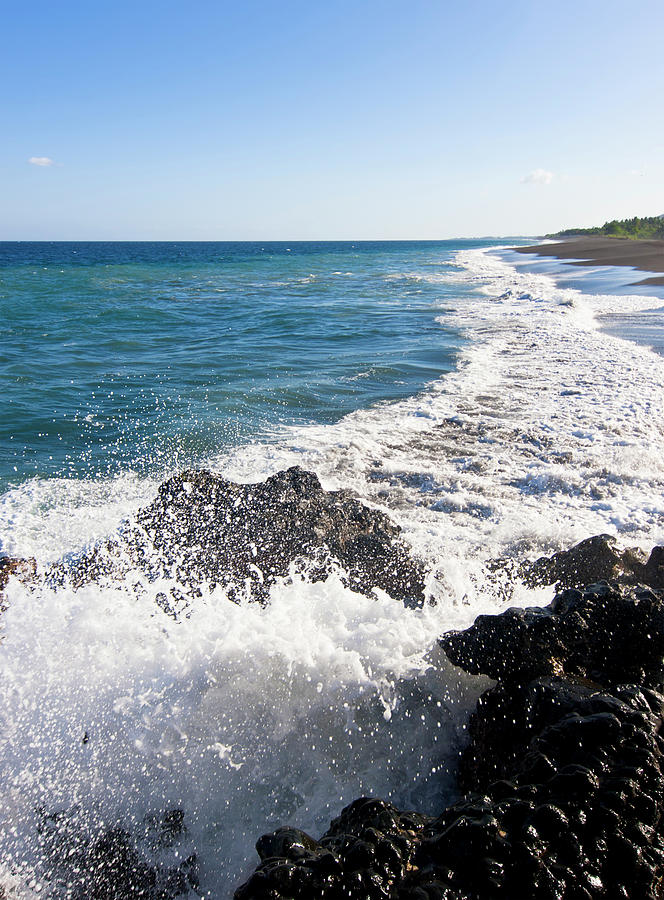 Black Sand Beach Photograph by Davorlovincic