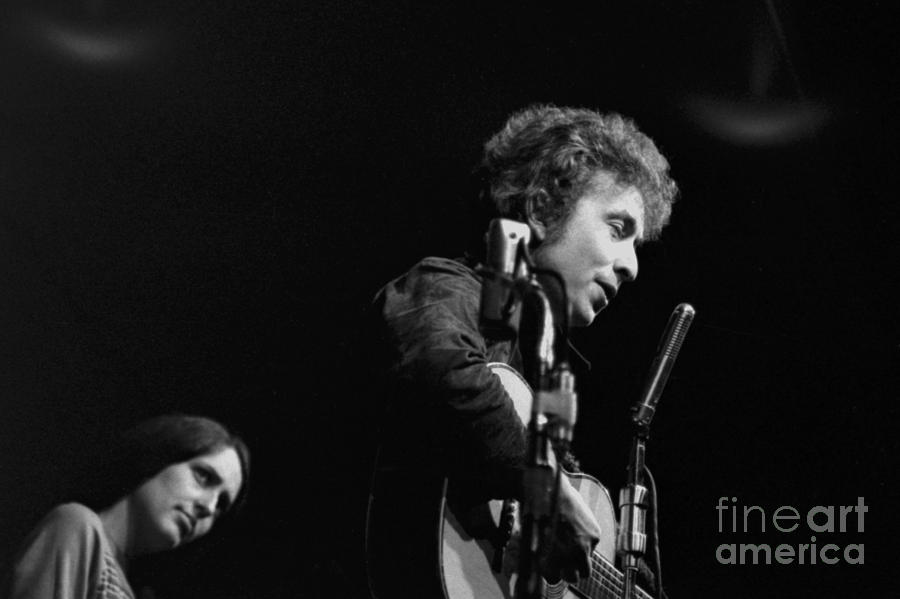 Bob Dyan and Joan Baez by Dave Allen