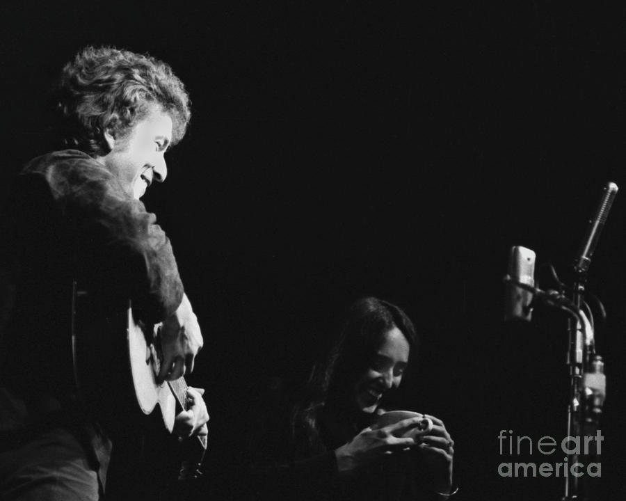 Bob Dylan and Joan Baez enjoying a drink by Dave Allen