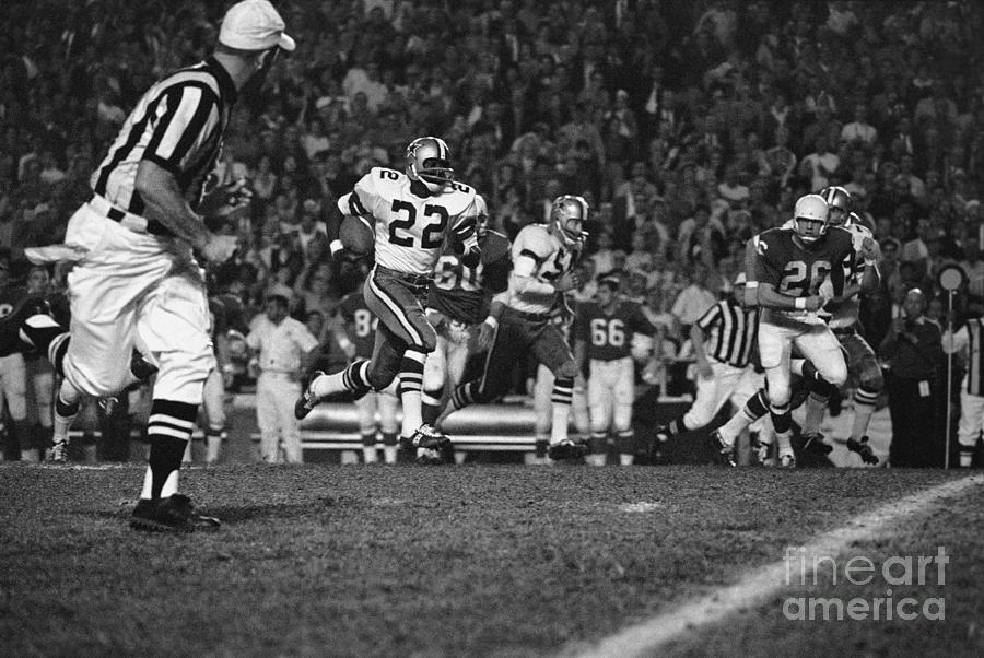 Bob Hayes Running For Touchdown Photograph by Bettmann