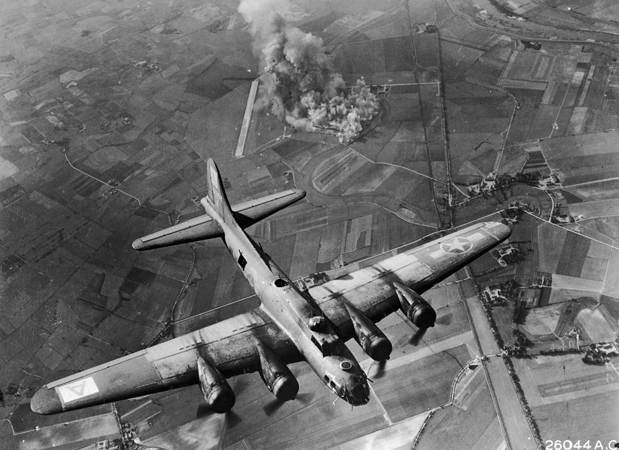 Bombing Run Photograph by Hulton Archive