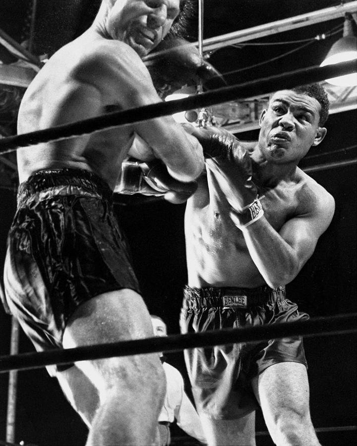 Boxer Joe Louis Lands Punch On Lou Nova Photograph by New York Daily News Archive
