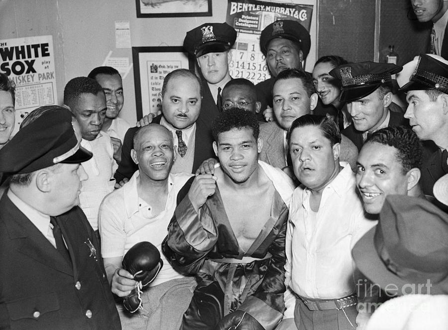 Boxer Joe Louis Showing Knockout Fist Photograph by Bettmann