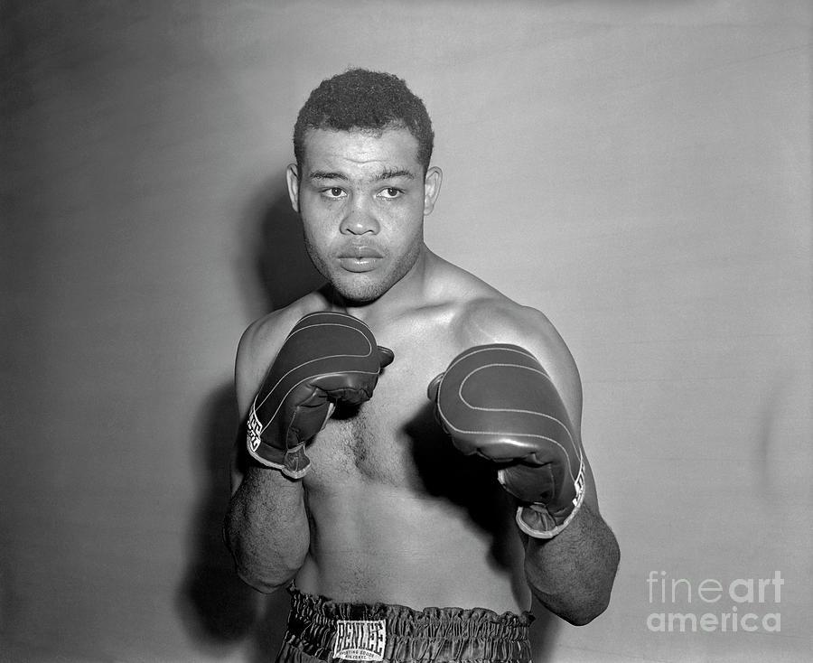 Boxer Joe Louis Wearing Boxing Gloves Photograph by Bettmann