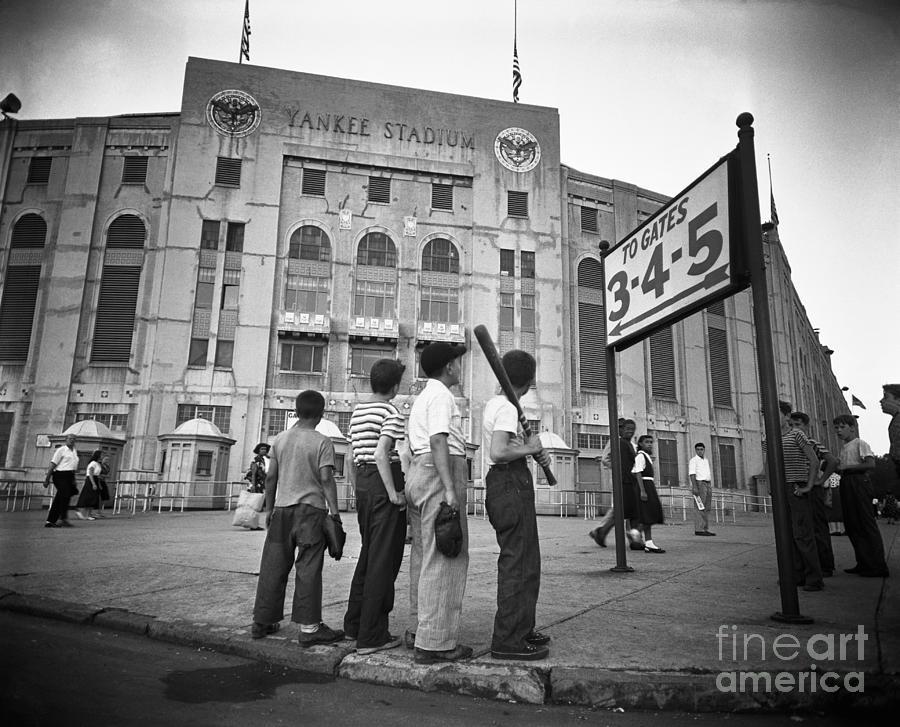 Boys Staring At Yankee Stadium Photograph by Bettmann