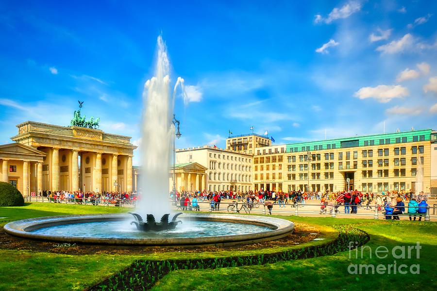 Brandenburg Gate Photograph - Brandenburg Gate, Pariser Platz Square, Berlin - Germany by Stefano Senise