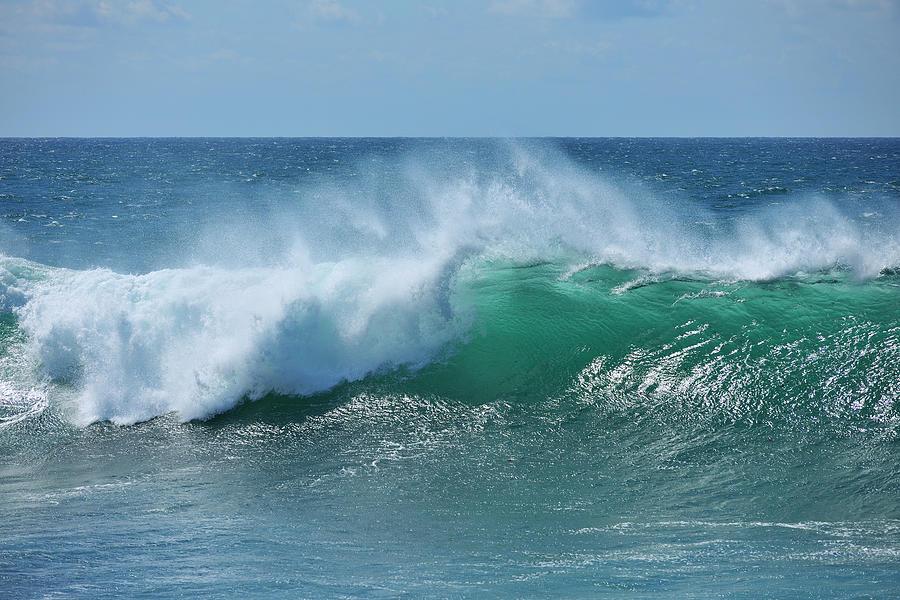 Breaking Wave by Raimund Linke