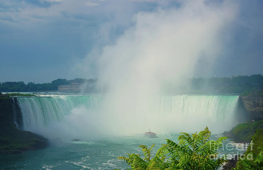 Breathtaking Niagara  by Rachel Cohen