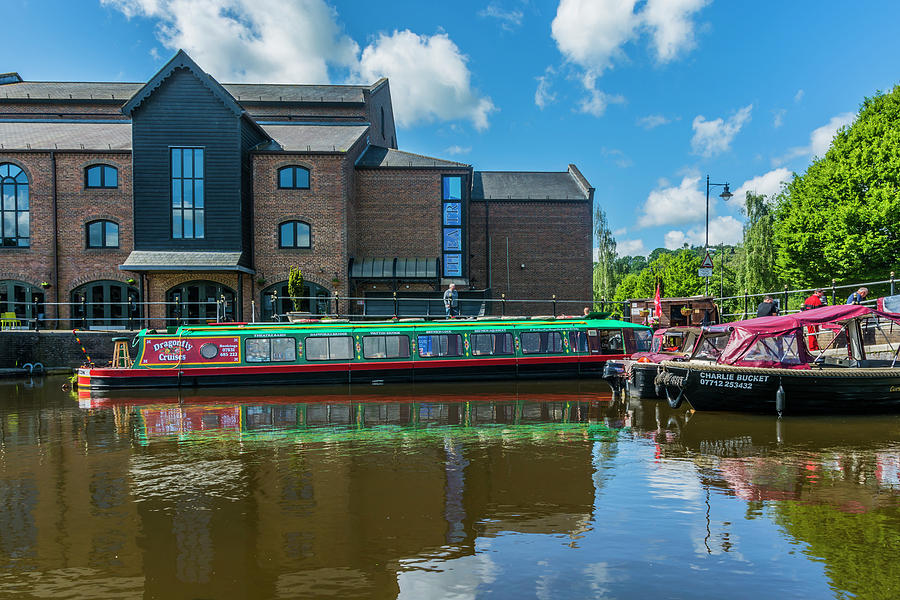 Brecon Canal Basin 1 by Steve Purnell