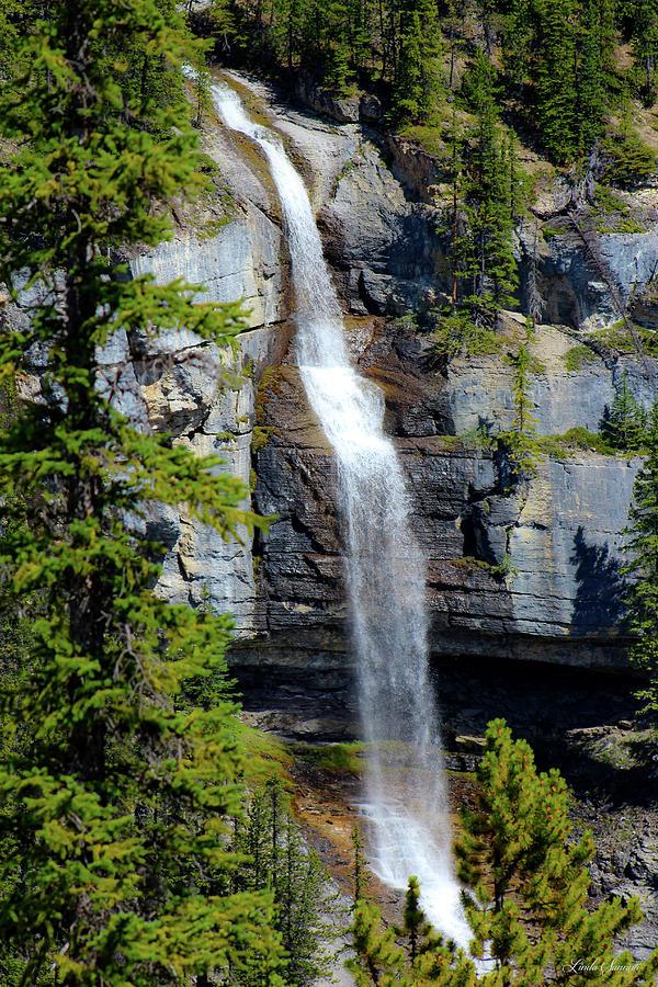 Bridal Veil Falls Canada by Linda Sannuti