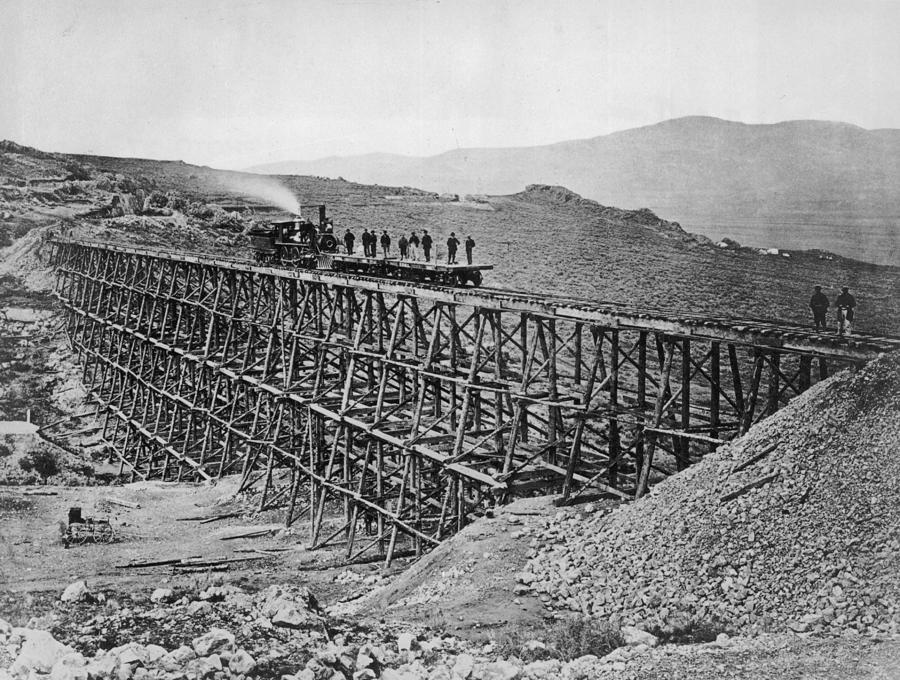 Bridge Building Photograph by Hulton Archive