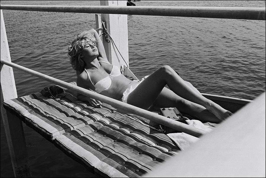 Brigitte Bardot Sur Le Tournage De Vie Photograph by Giancarlo Botti