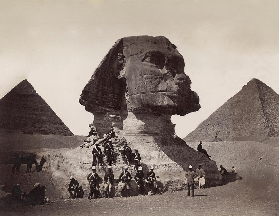 British Soldiers At The Sphinx Photograph by Bettmann