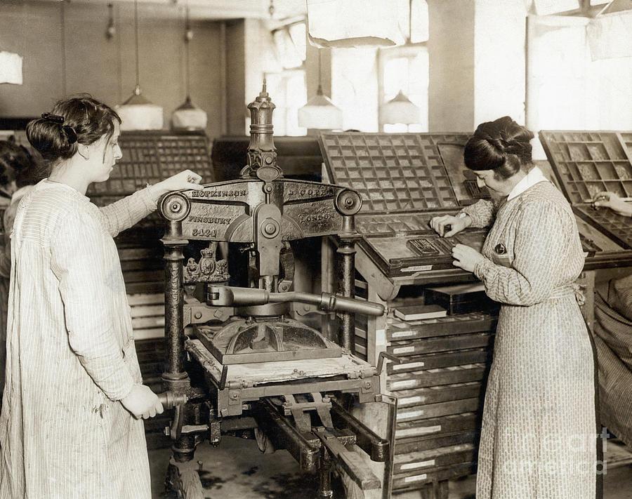 British Women Setting Type Photograph by Bettmann