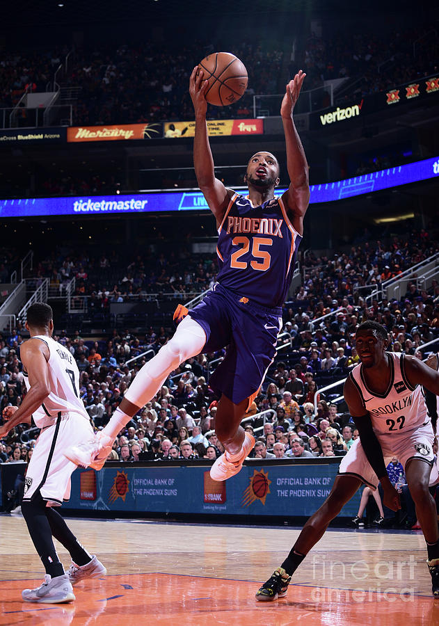Brooklyn Nets V Phoenix Suns Photograph by Michael Gonzales
