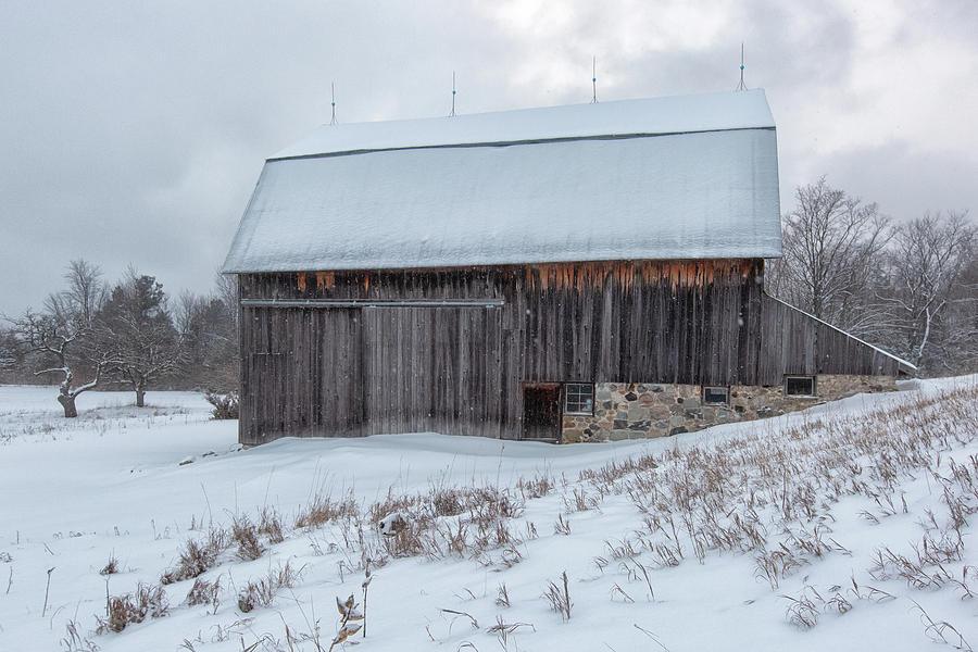 Brunson Barn 2 by Heather Kenward