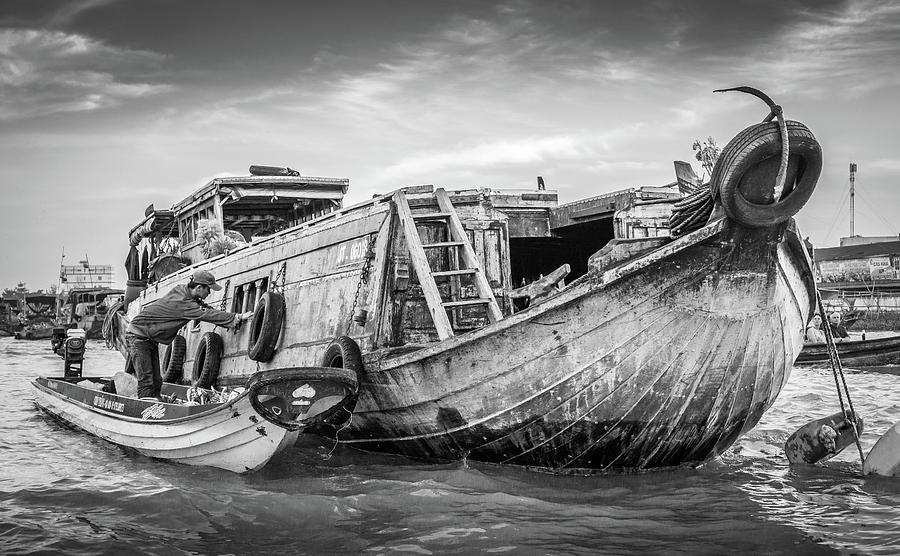 BW Can Tho Floating Market by Gary Gillette
