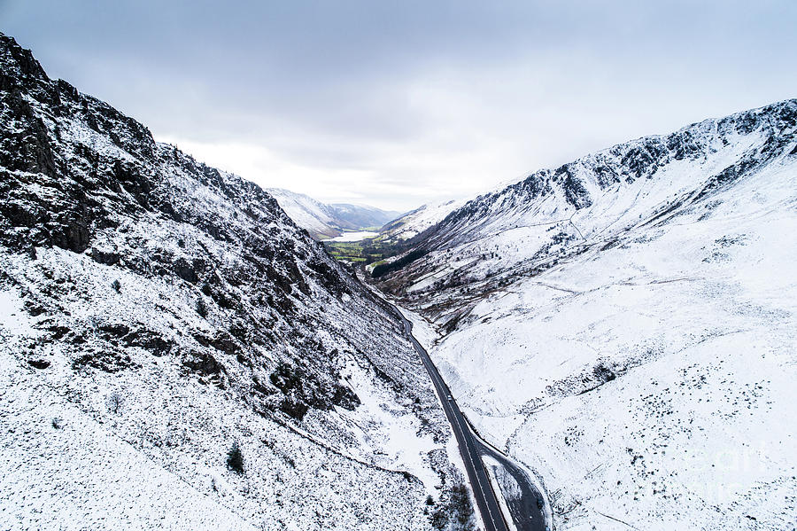 Bwlch Llyn Bach  in the Snow by Keith Morris